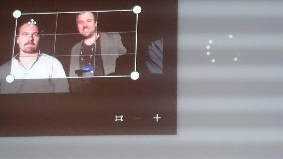 キオスク端末で表情を撮影